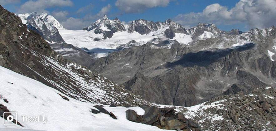 Kalihani Pass with Lake Rani Sui Trek