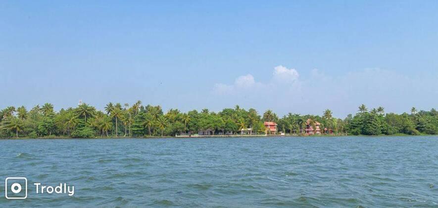 Kumarakom Houseboat and Resort Stay
